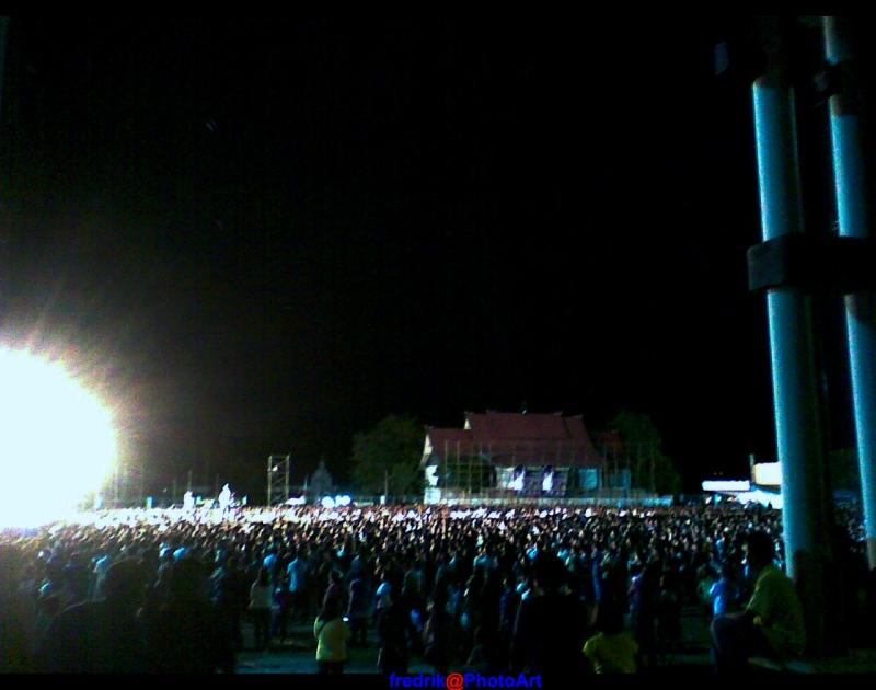 kerumunan massa waktu KKR di kota ku